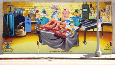 LOONEY TUNES MURAL IN HOLLYWOOD