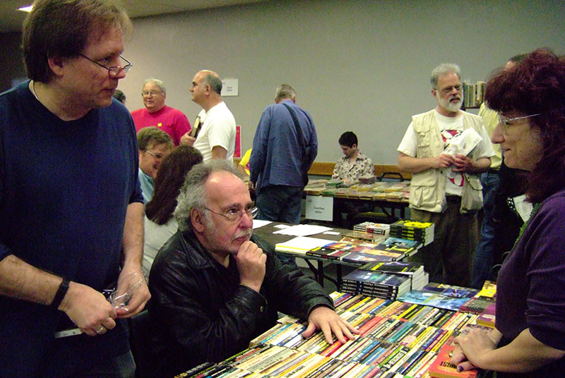 Connor Cochran (l.) and Peter Beagle (middle) at a book show in 2007. (Photo: Beth Hillman)