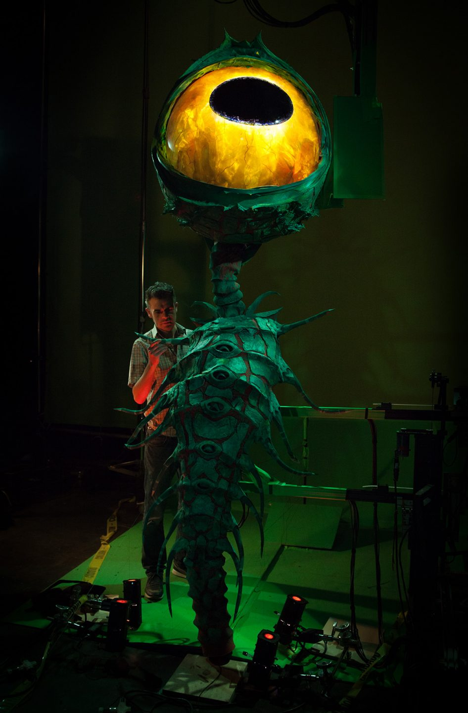 Rigging Supervisor Oliver Jones with the giant eye puppet. Photo credit: Jason Ptaszek / Laika Studios / Focus Features.