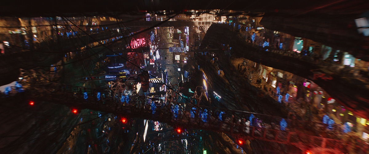 The Big Market sequence in the film, with visual effects by ILM, made significant use of the video-vis shot by Besson. Here, Valerian is caught between two inter-dimensional worlds.