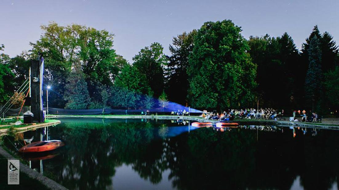 An outdoor pondside screening at Anibar. Photo: Meddy Huduti.