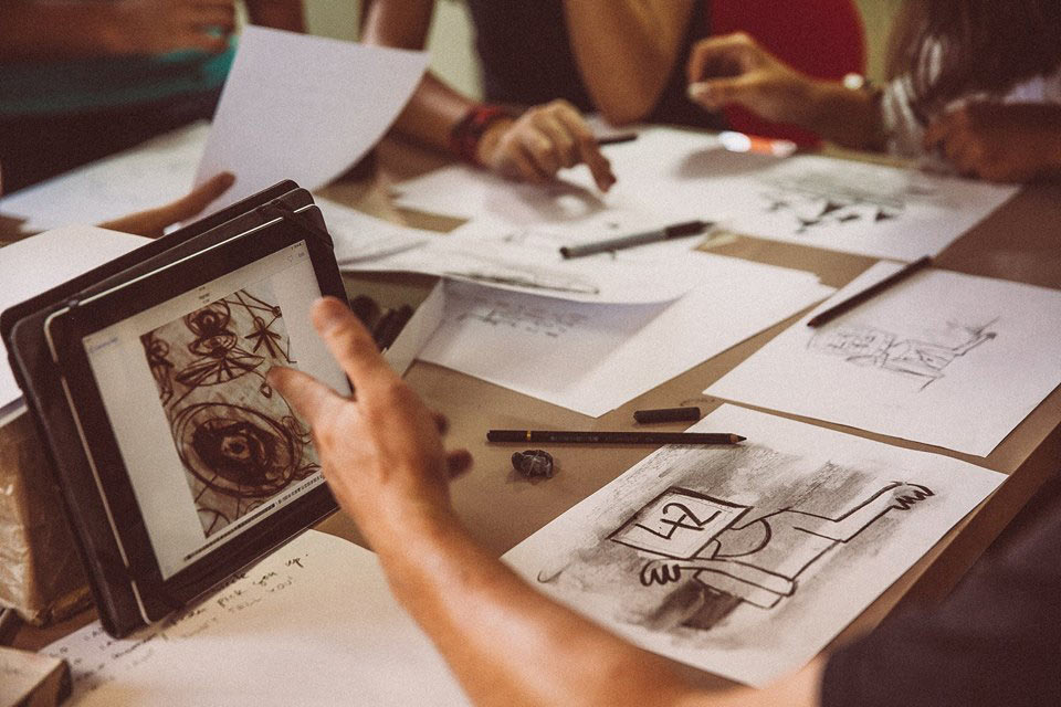 A workshop on charcoal animation at a previous edition of Anibar.