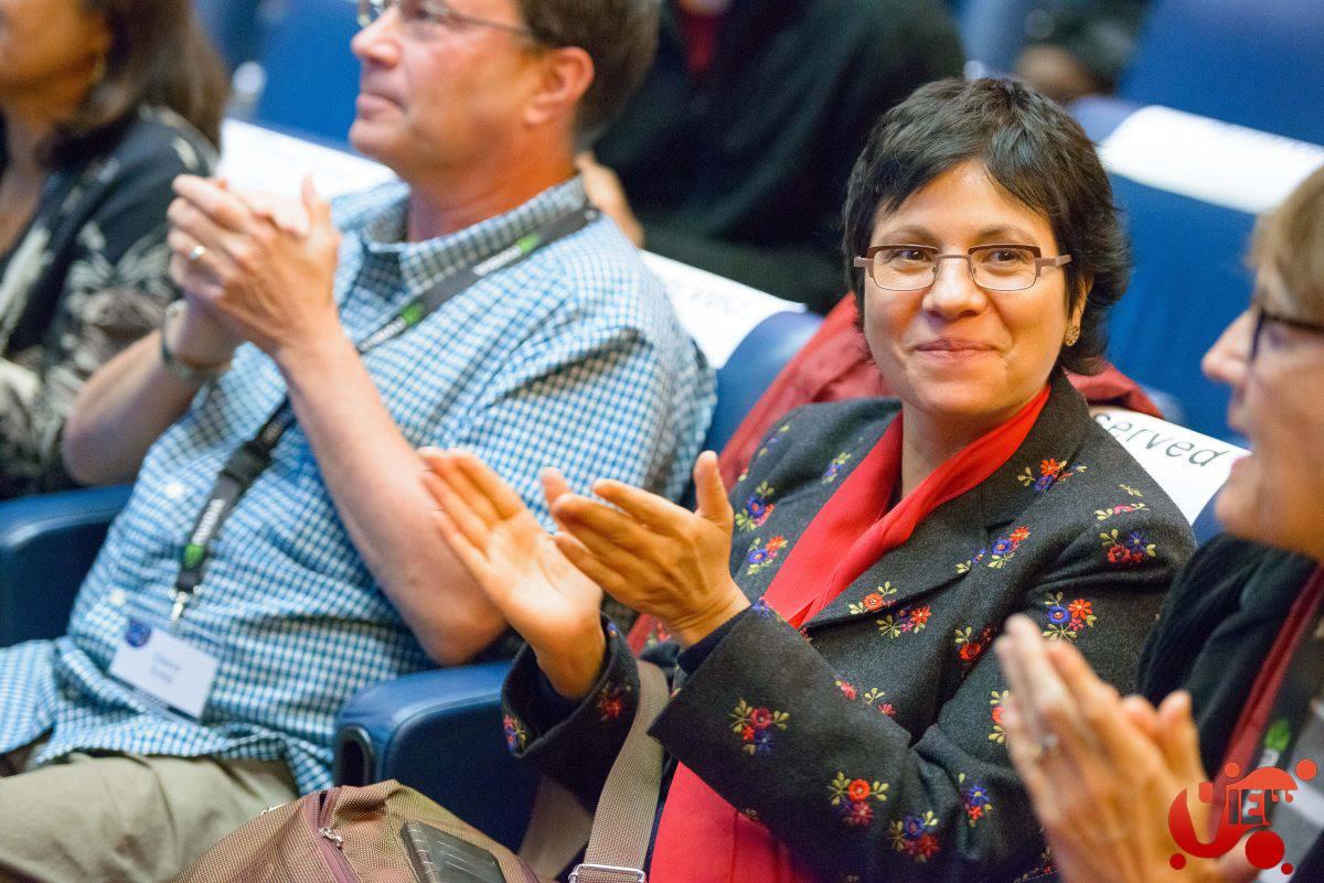 View conference director Prof. Maria Elena Gutierrez.