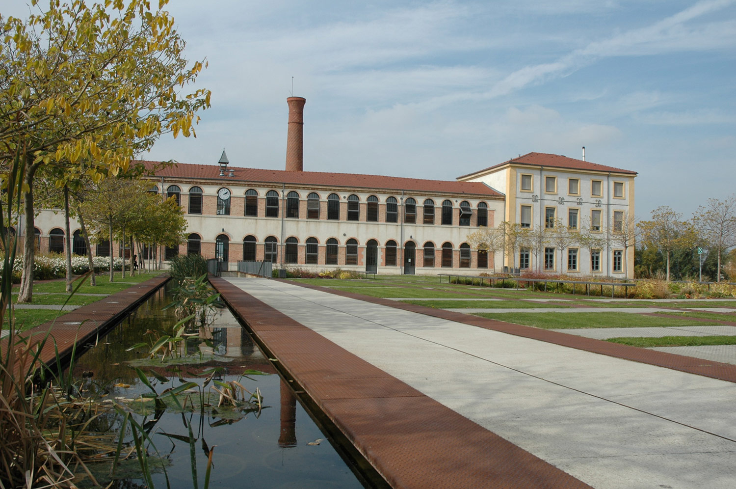 The school is located in La Cartoucherie building, a former 19th-century military cartridge factory.